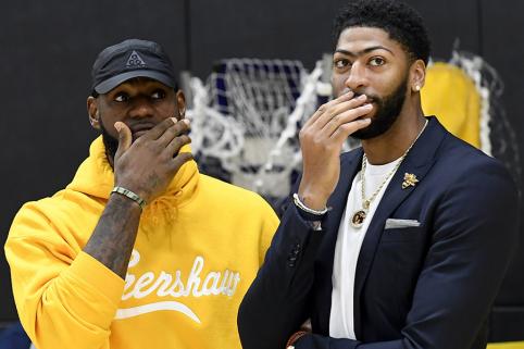 """Pornožvaigždė išreiškė palaikymą """"Lakers"""" komandai"""