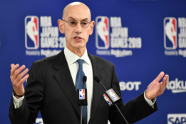 Laidos vedėja raudonavo: prieš NBA komisarą ištarė netikėtą žodį