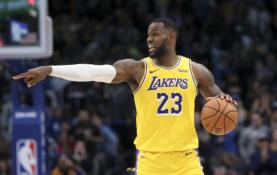 """""""Lakers"""" lyderių nesulaikę """"Suns"""" žaidėjai patyrė nesėkmę"""