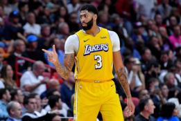 """Prastos naujienos """"Lakers"""": A.Davisas svarsto apie trumpalaikį kontraktą"""