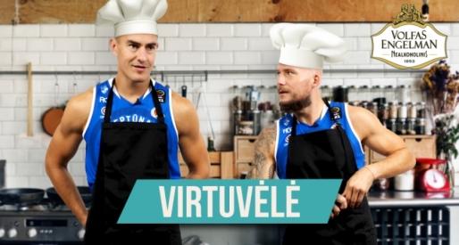 """""""Neptūno"""" virtuvėlėje – S. Galdiko ir M. Mažeikos bandymas atpažinti klaipėdietišką silkę"""
