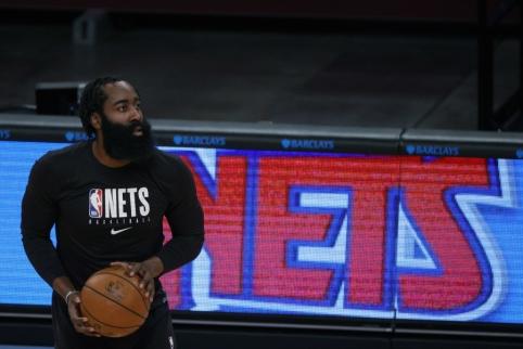 """J. Hardenas įsijaučia """"Nets"""" ekipoje: užkūrė pirtį komandos draugui"""