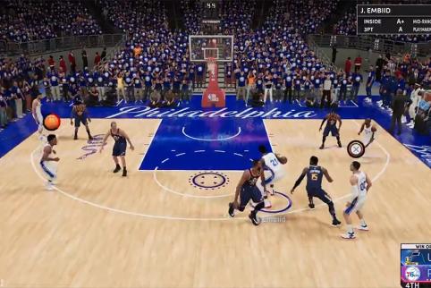 NBA 2K22 kuriozas: po metimo žaidėjas puolė slėptis tarp žiūrovų